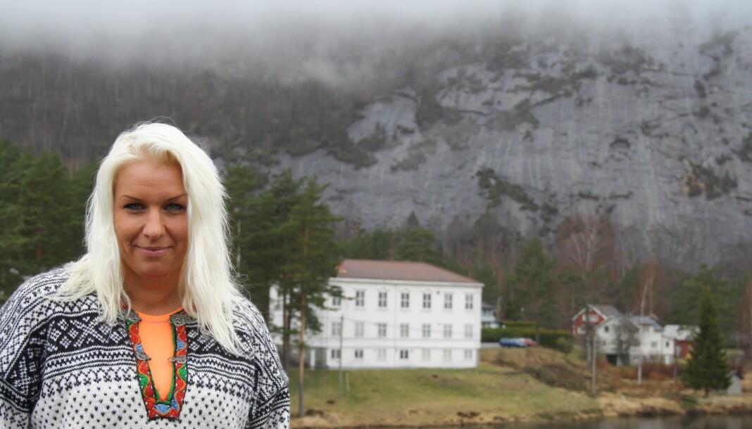 Camilla Glad går av som redaktør for Aust-Agder Blad. Her er hun i Åmli kommune, hvor hun tidligere var redaktør for Åmliavisa. Arkivfoto: Baard Larsen