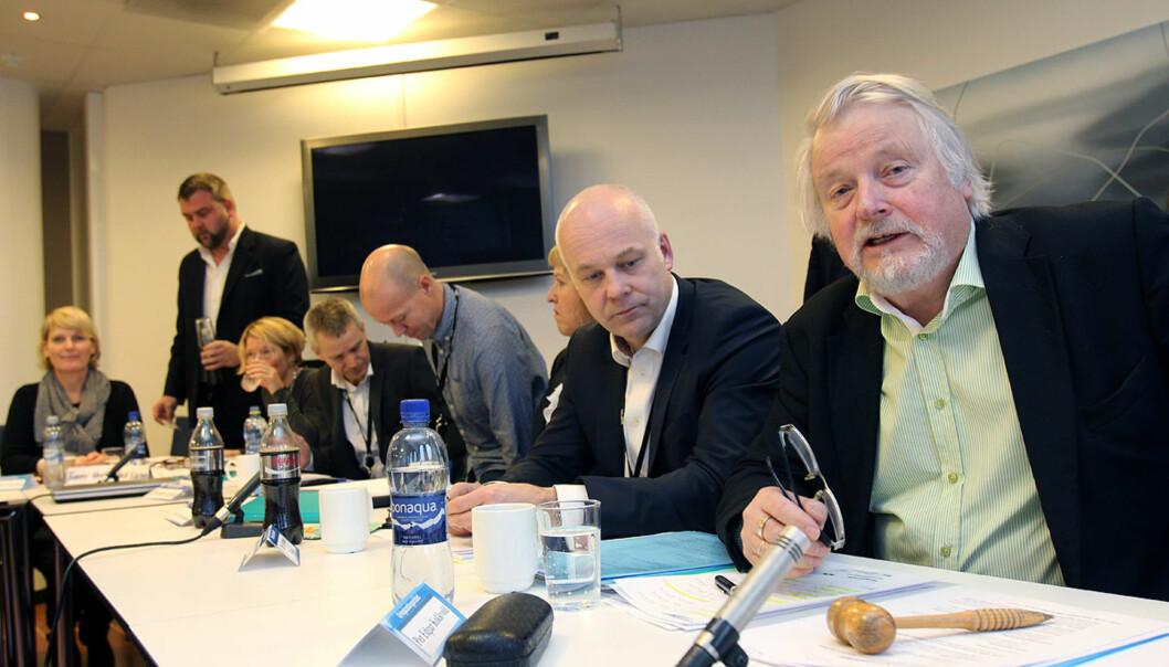 Per Edgar Kokkvold (til høyre) får hele 3.600 Skavlan-klager på bordet i neste møte i Kringkastingsrådet. Her fra et tidligere møte, med kringkastingssjef Thor Gjermund Eriksen nærmest og andre representanter for NRK-ledelsen. Foto: Glenn Slydal Johansen