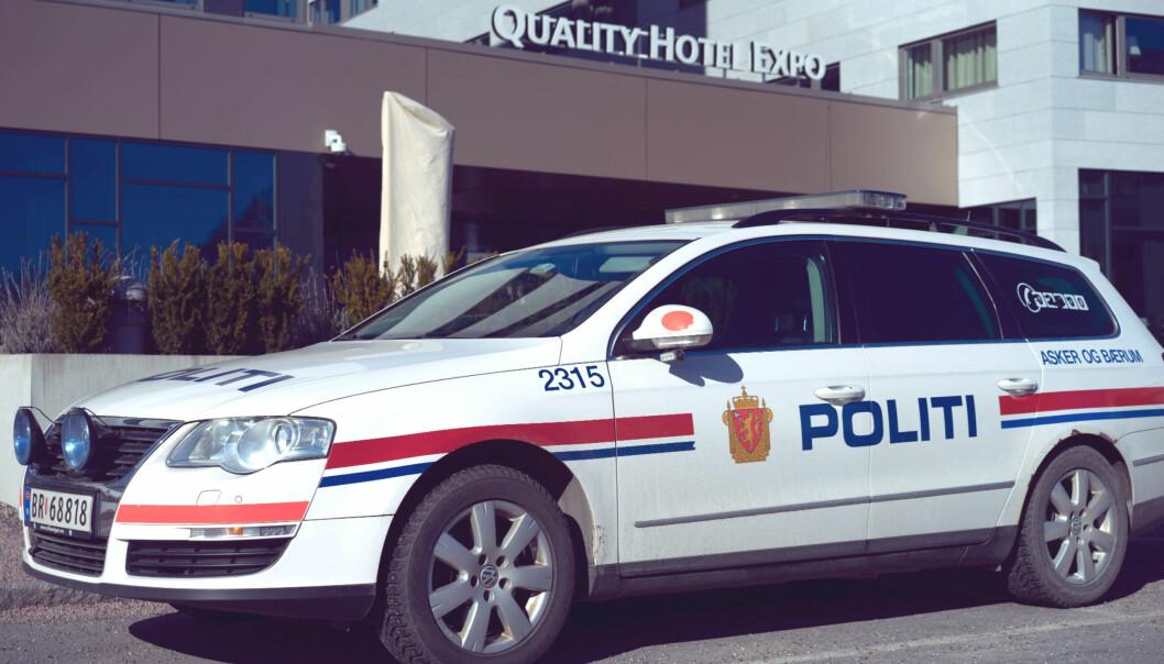 Politiet patruljerer i og utenfor hotellet der NJ avholder sitt landsmøte. Foto: Helge Øgrim