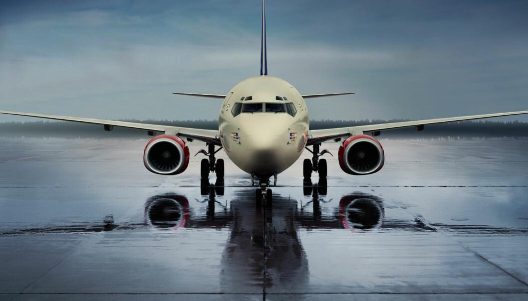 SAS har delt ut papiraviser til sine reisende når de går om bord i flyene. Nå blir det eavis for alle pengene. Med mindre de er innom en lounge først. Foto: SAS.