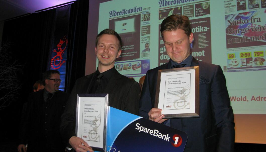 Ole Martin Wold (t.v.) og Jonas Alsaker Vikan fra Adresseavisen hentet hjem den gjeveste prisen på Hellkonferansen 2015. Foto: Bjørn Åge Mossin