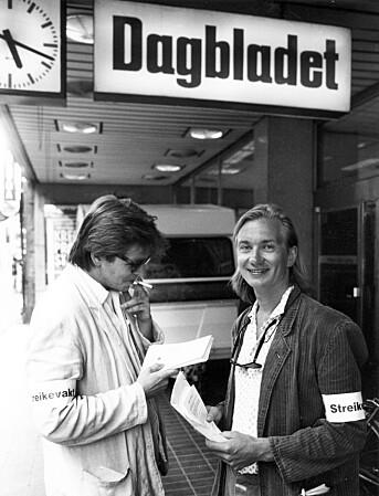 Her er Tom Stalsberg (til venstre) sammen med Trygve Aas Olsen under avisstreiken i 1990. Foto: Kathrine Geard