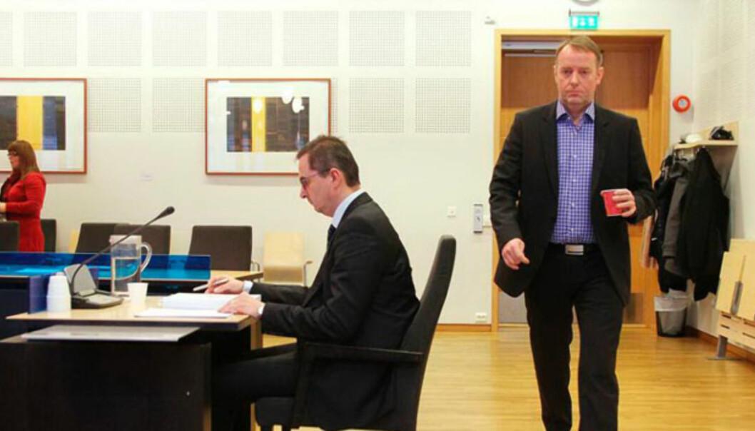 Jan-Eirik Hanssen (gående) og Rastislav Kunda (sittende) møtes i retten for en tredje runde. Foto: Rune Grønlie, Avisa Nordland