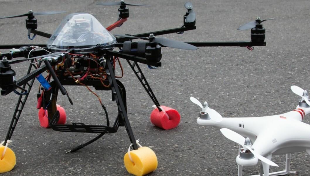 TYPER: Bo Mathisens farkoster. Lite øvingshelikoter, Quadkopteret type Phantom og oktokopter XL. Foto:Kathrine Geard