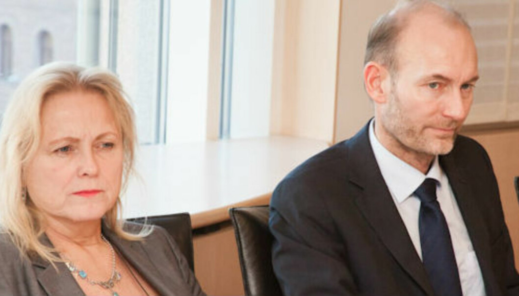Kulturminister Thorhild Widvey har fått godkjenning til endringer i pressestøtten av ESA. Her sammen med statssekretær Knut Olav Åmås. Foto:Kathrine Geard