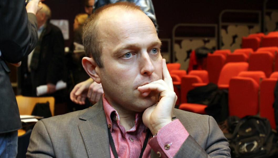 Nationens nye sjef Mads Storvik reiser betalingsmur på nett og teller på knappene når han ser på papirets fremtid. Foto: Birgit Dannenberg