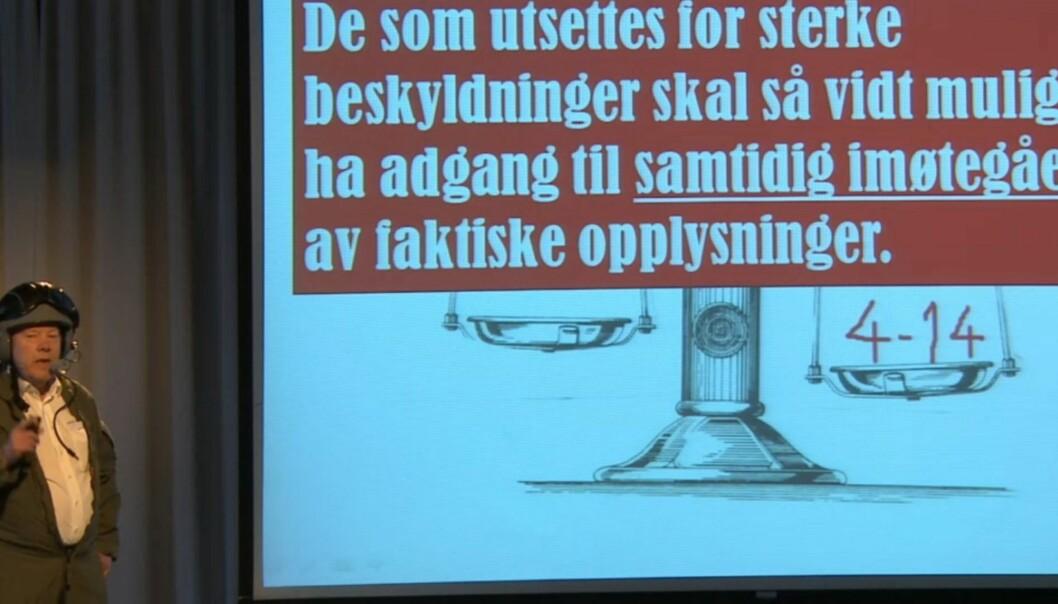 REDNINGSTJENESTE: Daværende genralsekretær Nils E. Øy stilte seg i fjor i spissen for Norsk Redaktørforenings 4.14-skvadron. FOTO: Streaming fra NRs årsmøte 2013