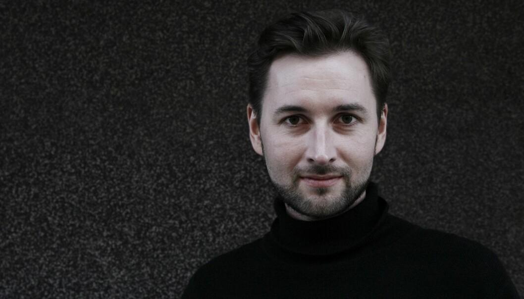 UTLOVER DUSØR: Petter Stocke-Nicolaisen tyr til utradisjonelle metoder i sin jakt etter nettredaktør til Helgeland Arbeiderblad.