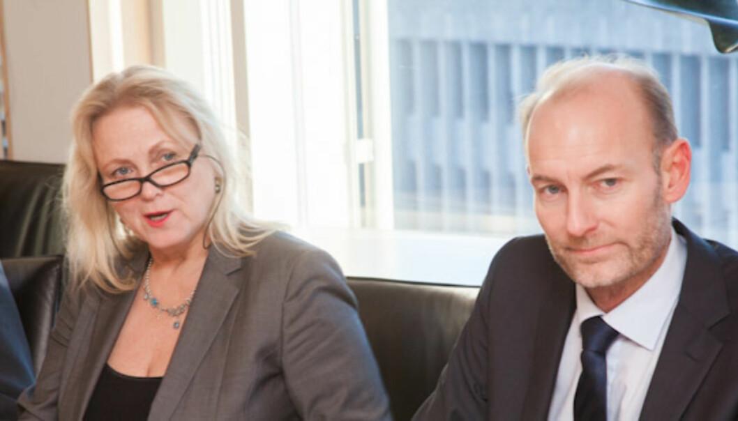 Kulturminister Thorhild Widvey bad presseorganisasjonene være realistiske om moms. Her med statssekretær Knut Olav Åmås. Foto: Kathrine Geard
