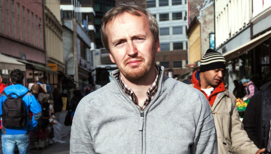 EKSPERT: Rune Berglund Steen mener journalister som ikke kan asylfeltet, og tar det myndighetene sier for god fisk, er et større problem enn at noen engasjerer seg for asylsøkere. Foto: Kathrine Geard