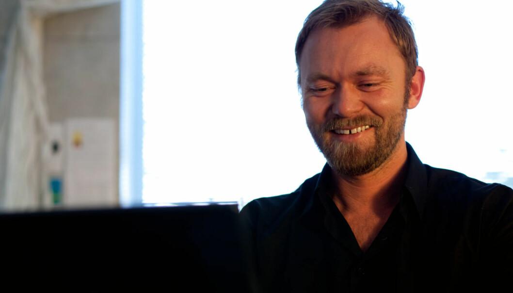 NETTHODE: Nettsjef Sindre Østgård i NRK ble onsdag hedret av nettorganisasjonen NONA. Foto: Eirik Solheim/nrkbeta/Flickr.com