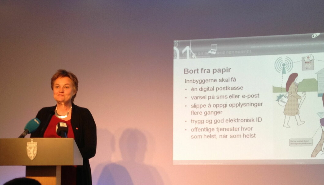 KUTTER: Fornyingsminister Rigmor Aasrud foreslår at kunngjøringer skal bort fra papiravisene. Foto: Glenn Slydal Johansen