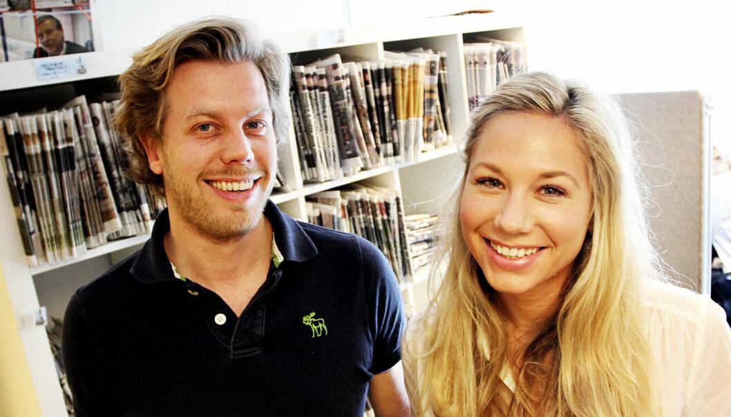 SELGER: Dag Rognlien Stenberg og kona Linn Cecilie Merckoll selger gratisaviser til Hamar Media. Foto: Birgit Dannenberg