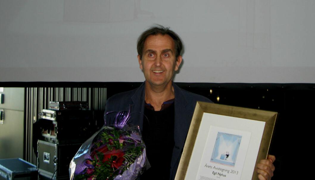 Egil Nyhus i Romeriks Blad mottar nok en pris for sin strek. Foto: Glenn Slydal Johansen