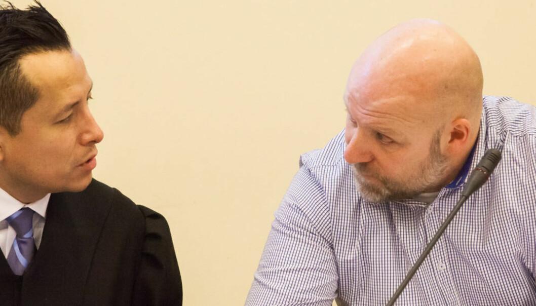 Erik Schjenken (t.h.) og hans advokat Carl Urquieta Bore. Foto: Kathrine Geard