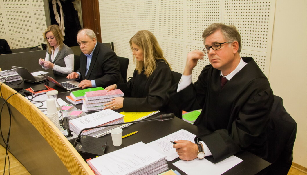 Dagbladets advokat Frode Elgesem. I bakgrunnen redaktør Jon Olav Egeland. Foto:Kathrine Geard