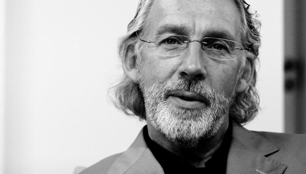 Carl Erik Grimstad er journalist og forfatter. Han er utdannet statsviter fra Universitetet i Oslo og underviser i presseetikk ved Norges Kreative Fagskole.20100908