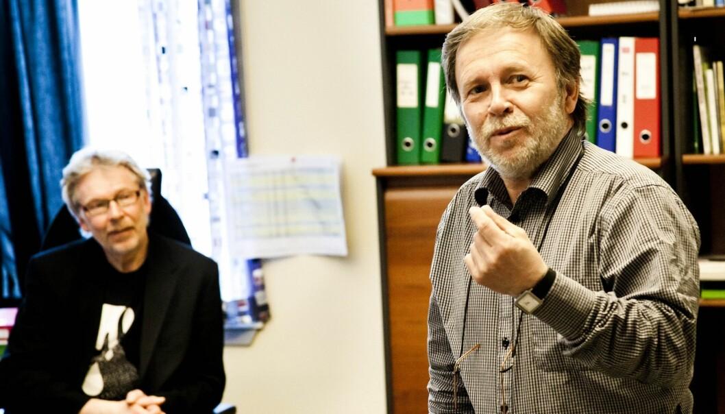 Adm. dir. Kjell Vidar Bergo (t.h.) og redaktør Bjarne Tormodsgard valgte danske Saxotech for Hallingdølen. Foto: Kathrine Geard