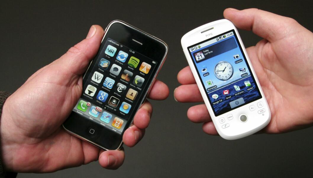 Det ligger an til skjerpet markedskamp i 2010, mellom Apples populære iPhone (t.v.) og mobiltelefoner med Googles Android. Her representert ved HTC Magic. Foto: Birgit DannenbergChrome OS vs. Windows 7, Android-telefoner vs. iPhone er stikkord for slaget om teknologien i 2010. Googles første angrep ventet i morgen.20100104Brukt på nett