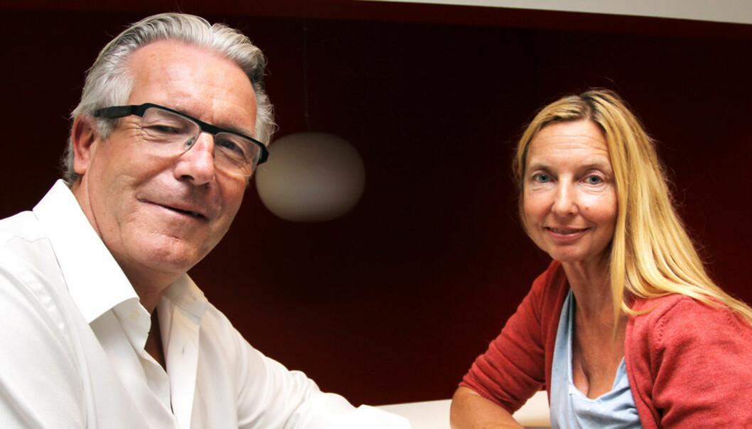 Elin Sørsdahl og Davy Wathne deler ut skussmål til TV 2s øverste ledere gjennom 20 år. Foto: Birgit Dannenberg