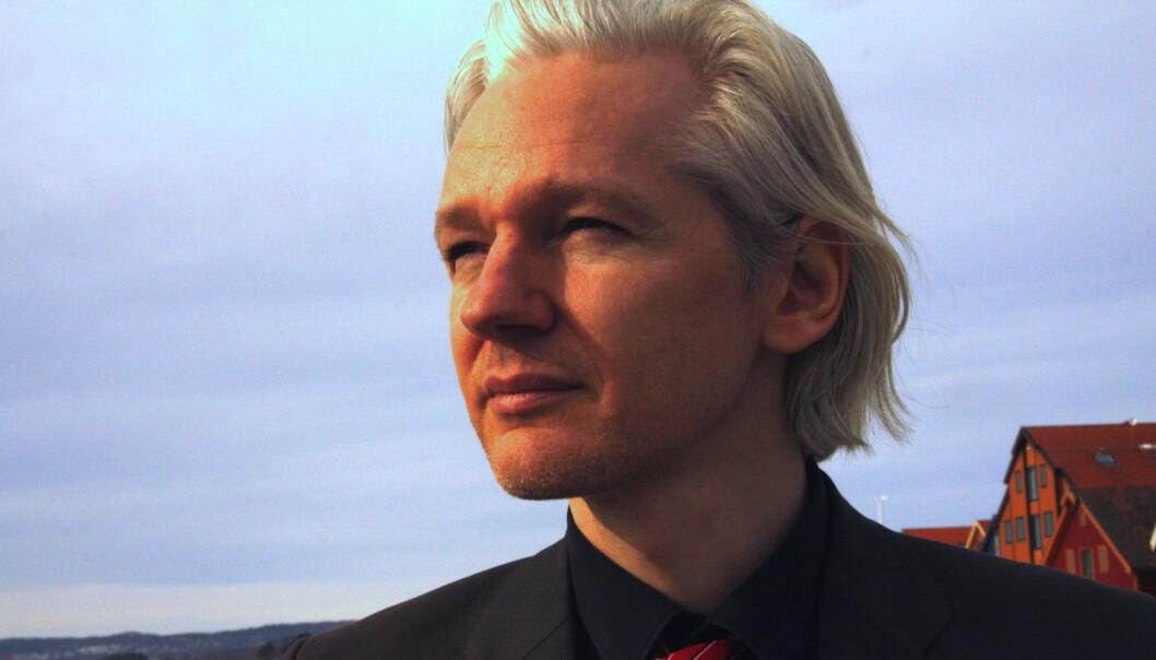 Det ble lest opp en uttalelse fra Wikileaks-grunnlegger Julian Assange under pressekonferansen i London. Dette bildet ble tatt da han gjestet Skup-konferansen i 2010. Foto: Espen MoeJournalistprofessor mener voldtektsanklagen mot Julian Assange ikke skulle vært publisert så fort. Kokkvold er ikke enig. 20100823Brukt på nett