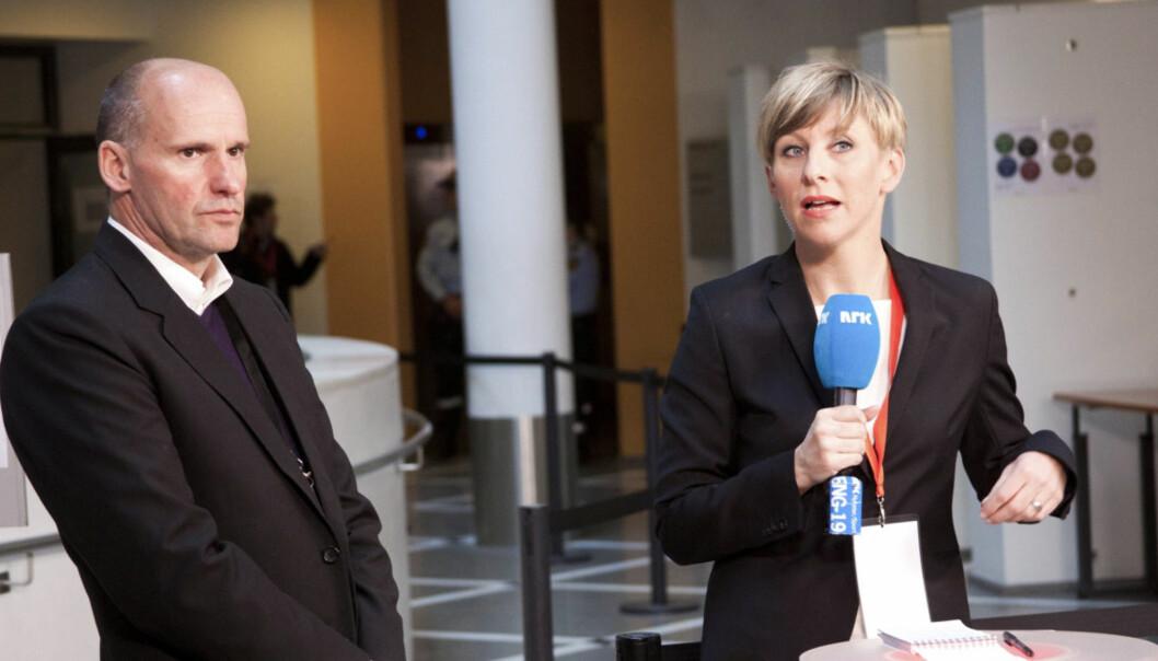 Reporter Annemarte Moland i NRK intervjuer advokat Geir Lippestad tidligere under rettssaken. Foto:Kathrine Geard.