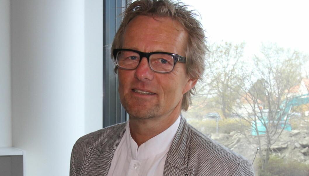 Ansvarlig redaktør Bård Borch Michalsen var i godt humør første arbeidsdag i Haugesunds Avis. Foto: Glenn Slydal Johansen