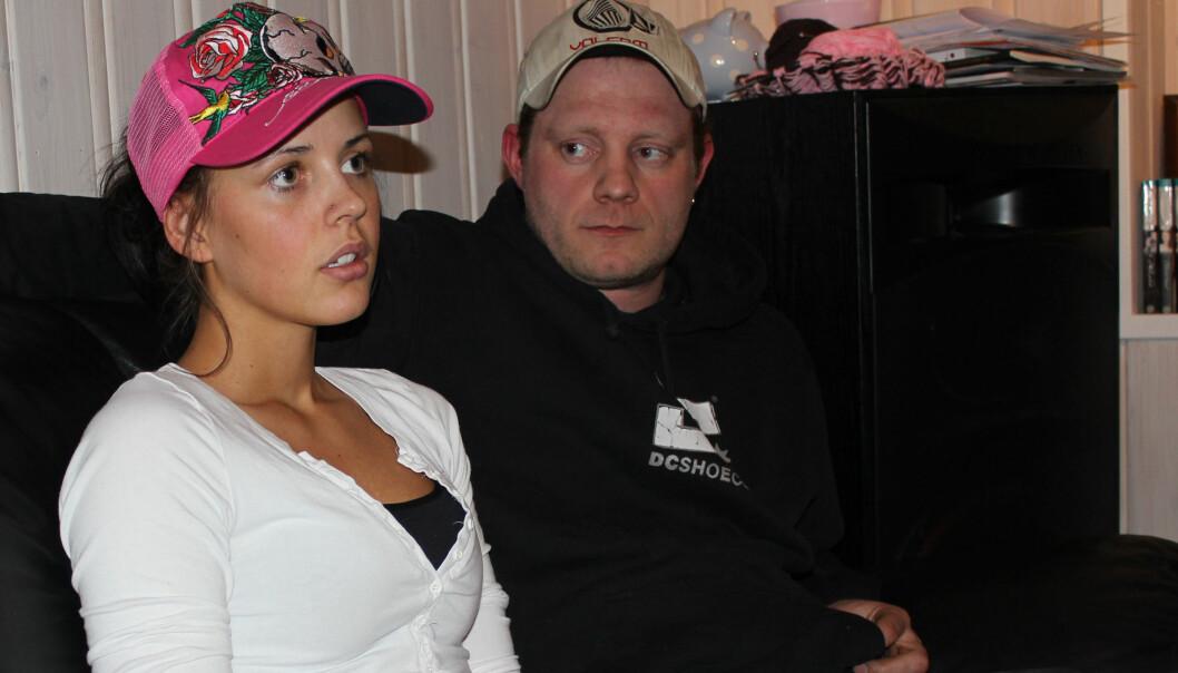 Emilie Karlsen følger TV-sendingene fra rettssaken mot Breivik. Her sammen med samboer Torbjørn Halvorsen. Foto: Kristine Jensson