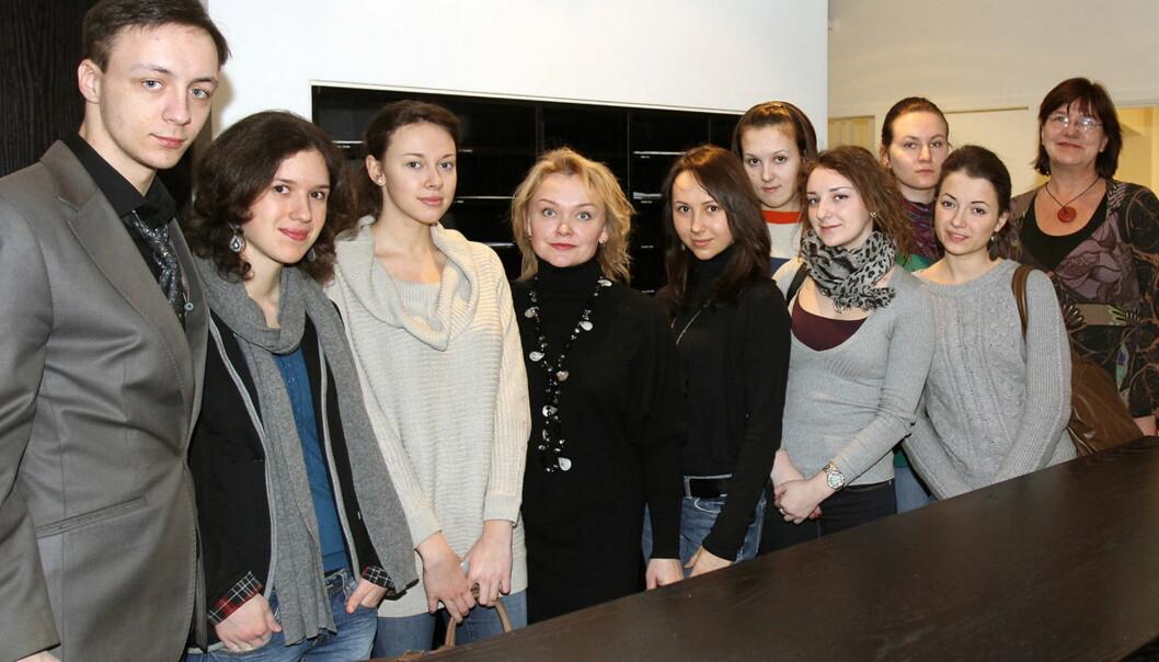 Ni russiske studenter gjester denne uken Norge for å delta på et seminar om pressens forhold til terror på norsk jord. Foto: Glenn Slydal Johansen