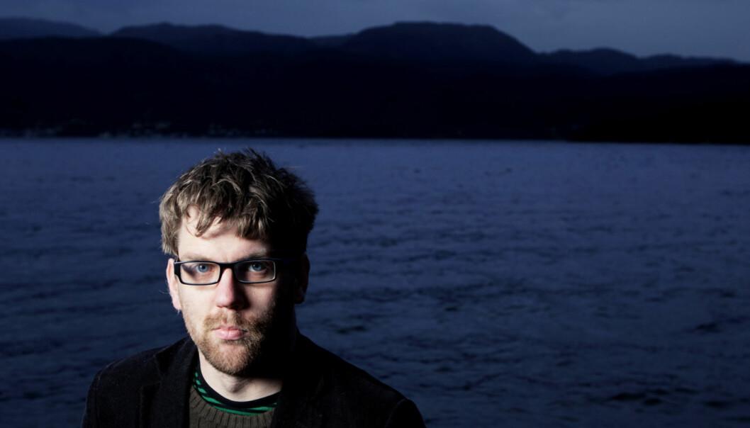 Etter at journalist Øyvind Strømmen for noen år siden kom over bloggeren Fjordman har han fulgt nøye med fra sitt tilhodssted ved Samangerfjorden. Foto: Paul S. Amundsen