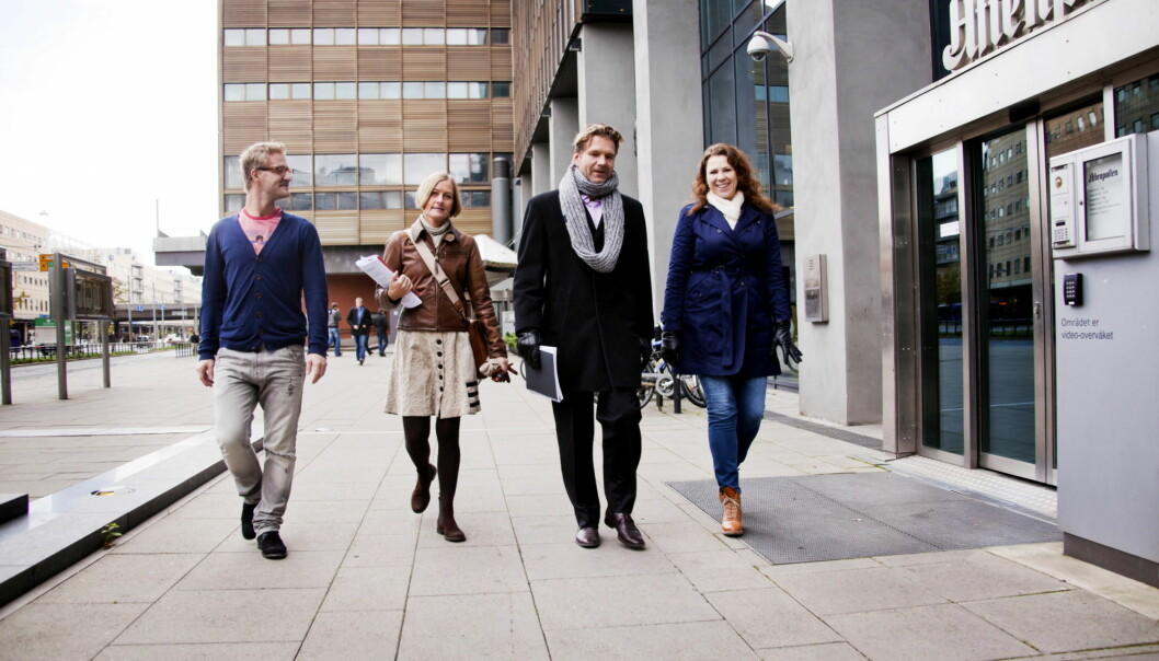 AKSJON: OJ-patruljen på vei til Aftenposten. Fr v. OJ-leder Martin Riber Sparre, Aslaug Watten, August Ringvold og nestleder i OJ, Veslemøy Lode. Foto:Kathrine Geard