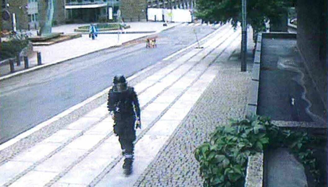 Anders Behring Breivik på vei bort fra bilbomben i regjeringskvartalet. Foto: ABC Nyheter
