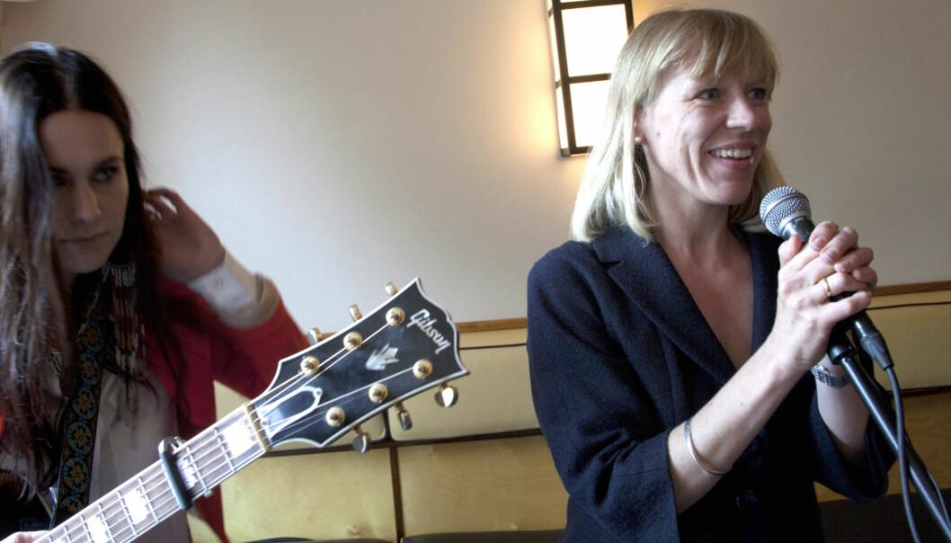 Kulturminister Anniken Huitfeldt grep til sang på pressekonferansen der høringsforslag om tillegg i Ånsdverkloven ble lagt fram. Foto: Kathrine Geard