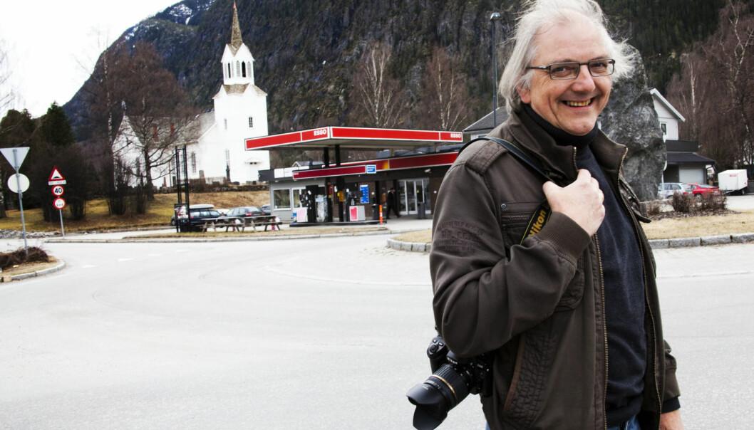 GØY PÅ LANDET: Arne Lindahl på Nesbyen-kontoret har det gøy på jobb. Foto: Kathrine Geard