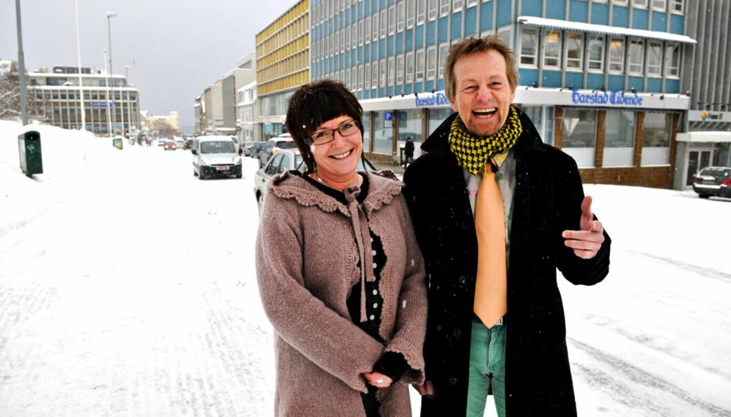 KULTUR-FLINKISER: Kulturleder Bente-Lill Dankertsen og ansvarlig redaktør Bård Borch Michalsen i Harstad Tidende. Foto: Odd Leif Andreassen