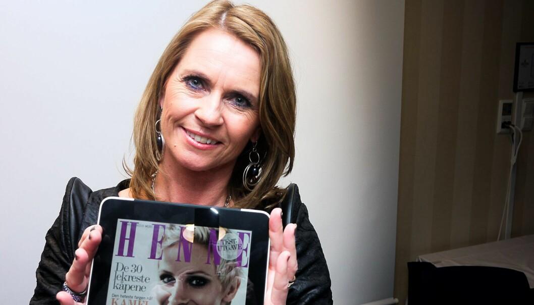 Sjefredaktør Ellen Arnstad i Henne venter på at Apple skal godkjenne iPad-utgaven av Henne. Foto: Helge Øgrim