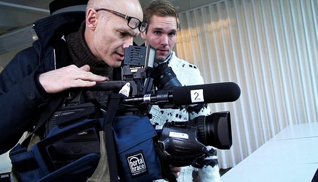 Selvportrett tatt 8. desember 2009, to dager før Obama skal komme til Nobelinstituttet. Asbjørn Olsen og Jens Christian Nørve har rigget seg til i bygningen vis a vis Handelsbygningen med videokamera.