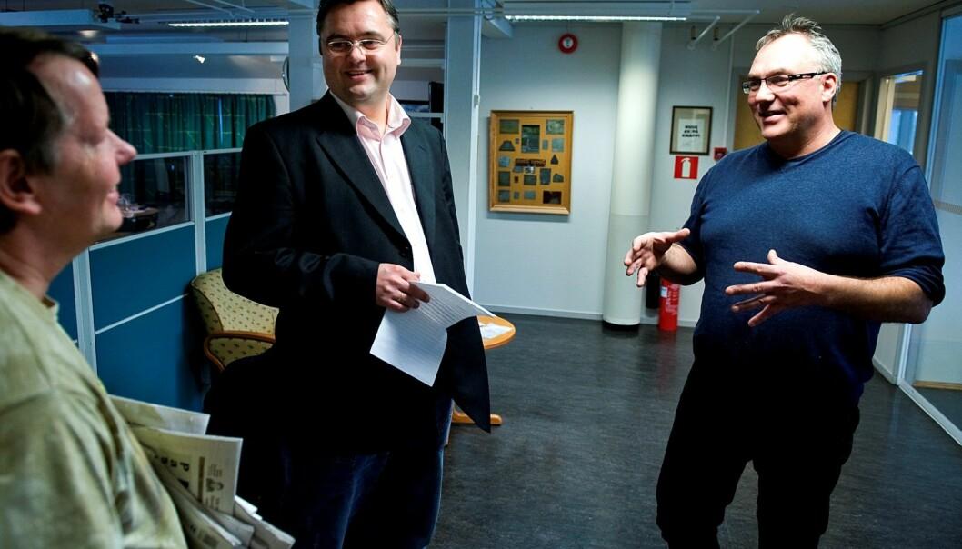Tor Strand (t.h.) slutter som redaksjonssjef i Dalane Tidende. Før påske sluttet også redaktør Kjetil Stormark i avisen. Foto: Jan Inge Haga