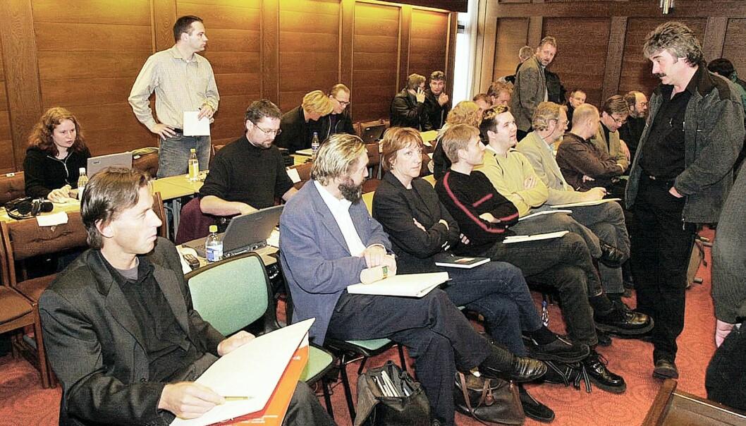 ENSOM ULV: Eivind Pedersens (her t.h. under rettssakens første dag i 2001) utrettelige engasjement i Baneheia-saken vekker reaksjoner. Foto: Erling Hægeland/Dagbladet