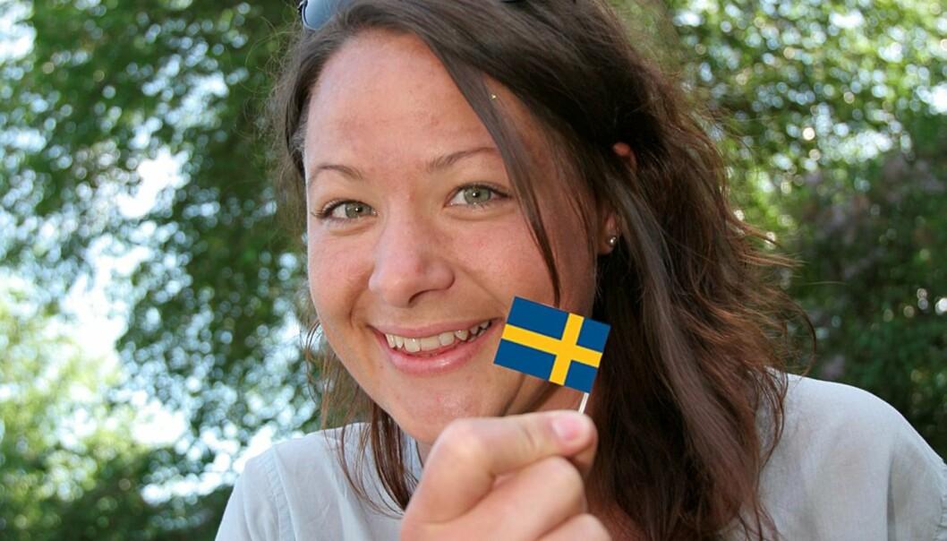 Fra café til redaksjon: Maria Henningson er en av svært få svensker som jobber som norsk journalist.  – Et idiotisk yrkesvalg som jeg trives godt med, sier den unge svensken.  Foto: Birgit Dannenberg (bildet er manipulert)