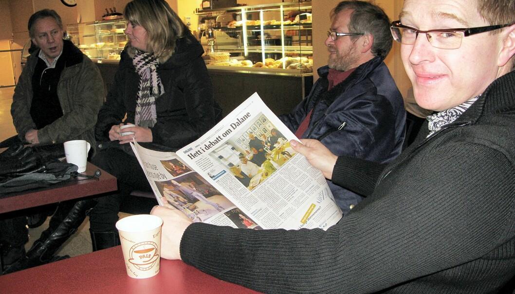 LESERNES MORGENMØTE: - Her bestemmes hva vi skal mene om ting i Egersund, sier Bent Blitzner, på sin faste morgensamling med kaffe, venner og bekjente. Foto: Bjørn Åge Mossin
