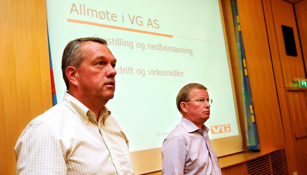 F.v. Øystein Næss, personal- og informasjonssjef i VG og sjefredaktør Bernt Olufsen på et allmøte i forbindelse med nedbemanninger i 2006. Arkivfoto: Birgit Dannenberg