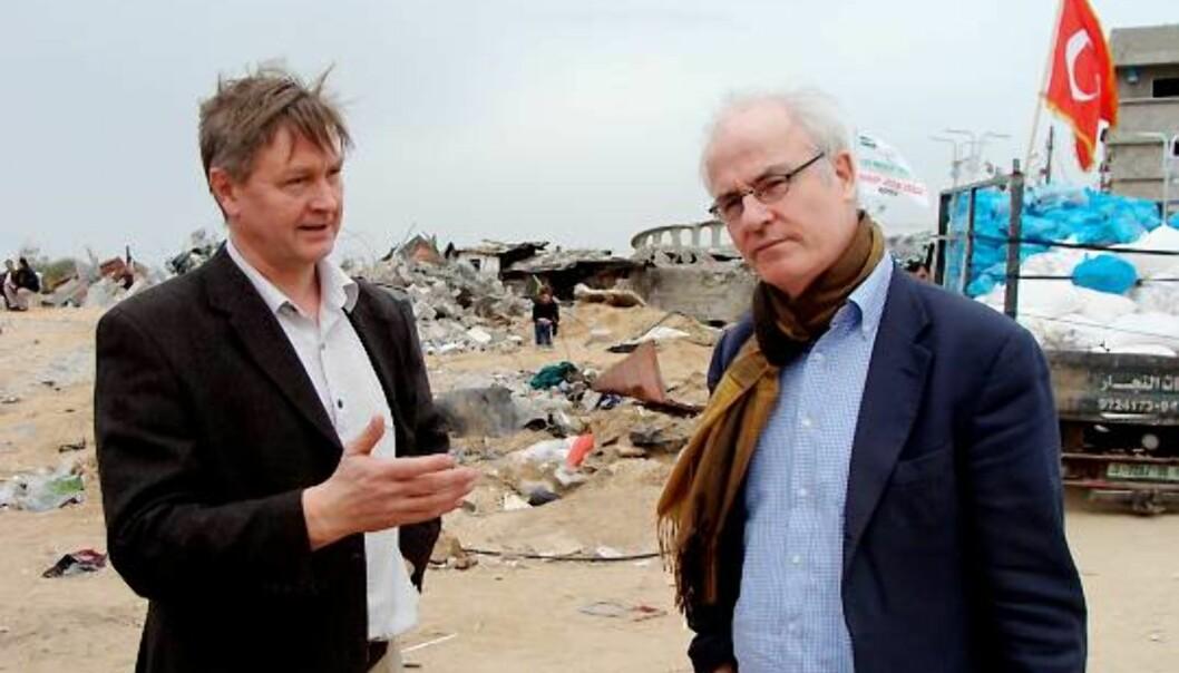 GRANSKING: IFJ krever at Israels angrep på Gaza blir gransket av FN. På bildet sees NJs nestleder Kjetil Haanes (t.v.) sammen med IFJs generalsekretær Aidan White. Foto: Anne Poulsen