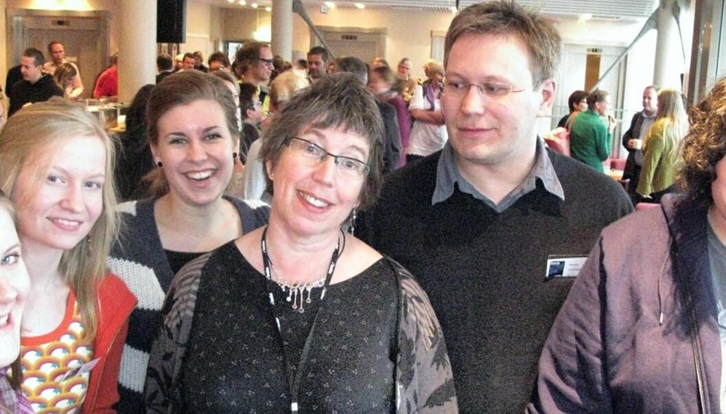 Hege Lamark omkranset av Kari Anne Skoglund (eksamen 2008) Framtid i Nord, Siri Nybakk (2006) Rana Blad, Andrea Hegdahl Tiltres (2007) Nordlys, Skjalg Fjellheim (1991) NRK Troms og Finnmark og Thor Anders Angelsen (2008) Finnmarken. Foto: Martin H. Jensen