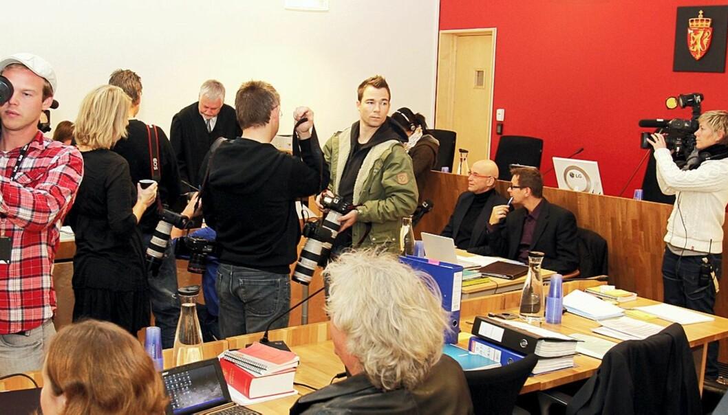 Presseoppbudet er stort i Follo tingrett under rettssaken mot Lommemannen. Foto: Birgit Dannenberg
