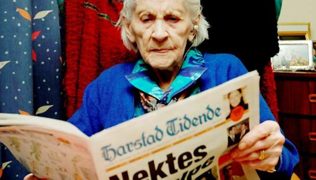 ELDST: 109-årige Jenny Ida Sofie Hanssen i Gratangen er nå den eldste person og avisabonnent i landet. Foto: Kjell Solbakken/Harstad Tidende