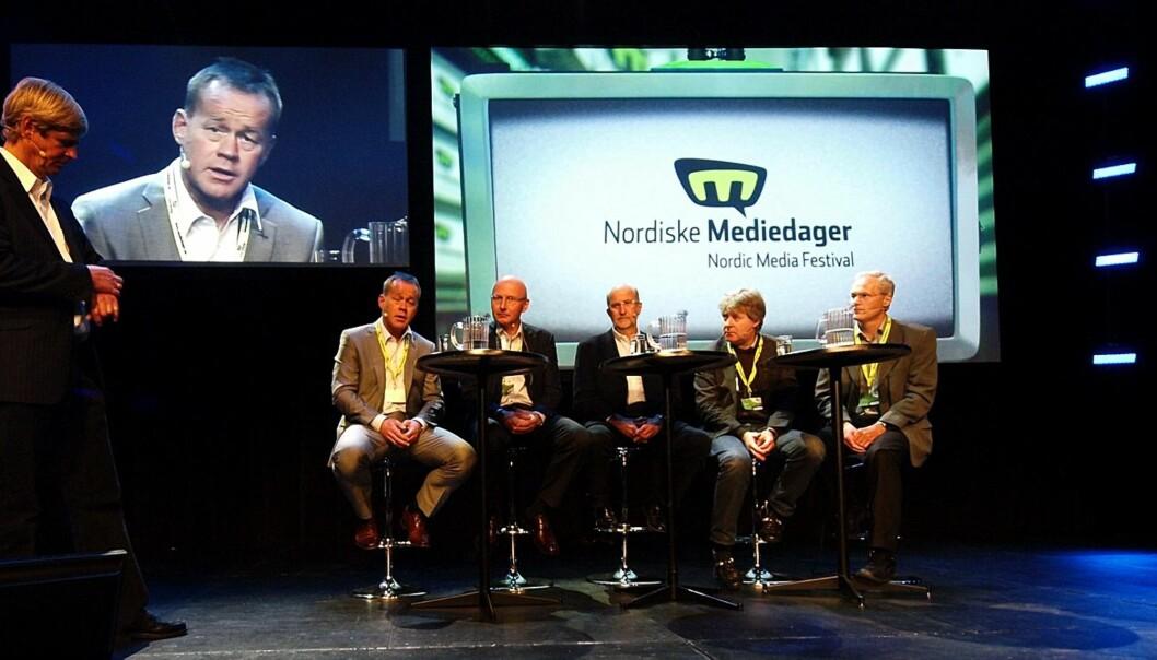 Anders Magnus  ledet debatten mellom Amund Djuve, Didrik Munch, Lars Sørgard, Torry Pedersen og Erik Nord. Foto: Gaute Singstad/mythos.no