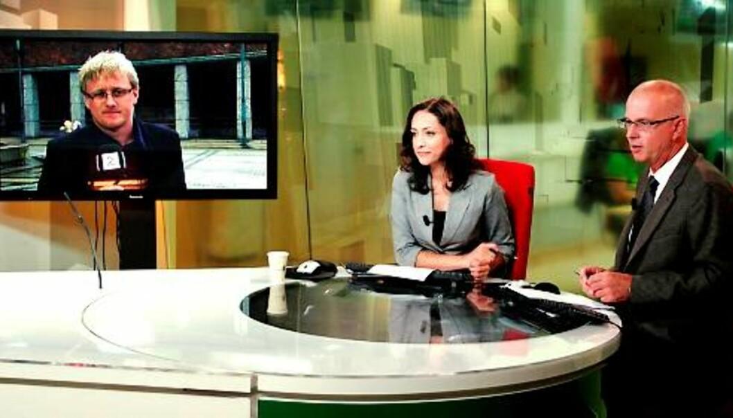 Juli er den beste måneden i Nyhetskanalens levetid. Mah-Rukh Ali og Terje Svabø i studio, reporter Krstian Mykleset på storskjerm. Foto: Espen Moe