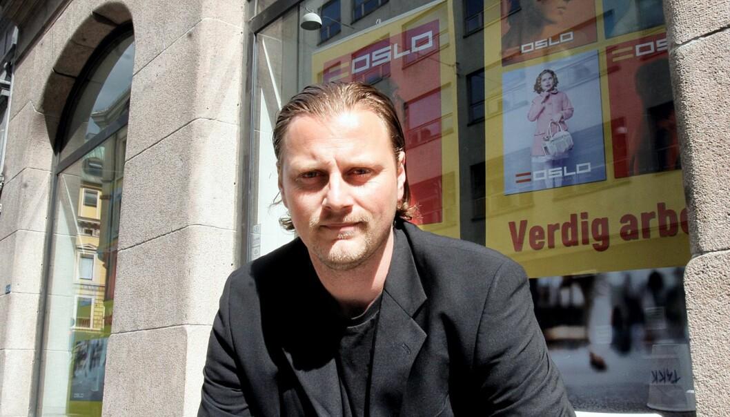 Ansvarlig redaktør Anlov Mathisen lanserer magasin i Fredrikstad. Foto: Birgit Dannenberg