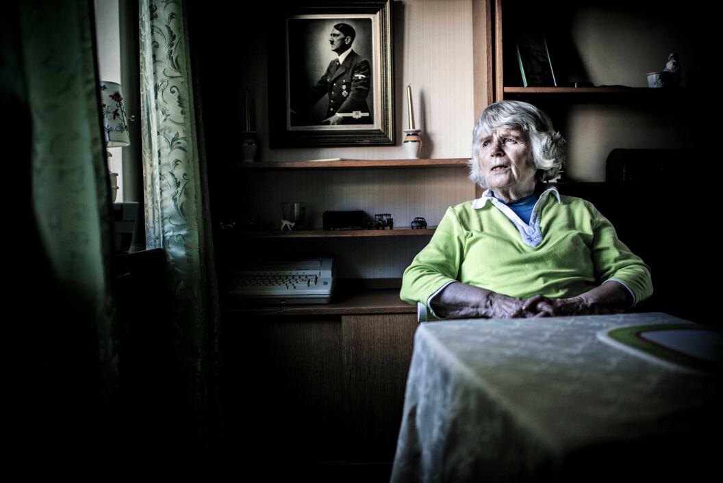 Æresmedlem Vera Oredsson forteller at hun ikke tror på Holocaust. – Man oppnår ingenting ved å gå inn i en polimikk om det, mener film-teamet. Foto:Henrik Evertsson